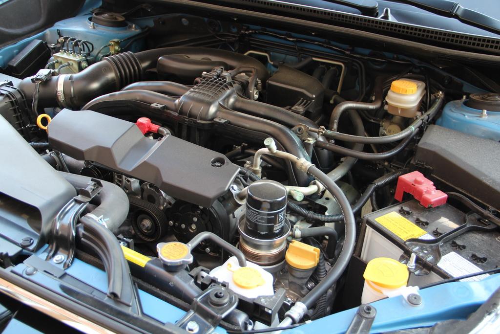 Subaru всегда отличается от своих конкурентов оппозитными моторами Boxer. Правда, пока в Украине доступны только бензиновые агрегаты. 2-литровый двигатель предлагается исключительно с вариатором Lineartronic.