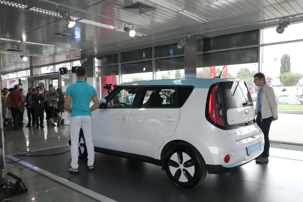 Электромобиль Kia Soul EV на Столичном Автошоу