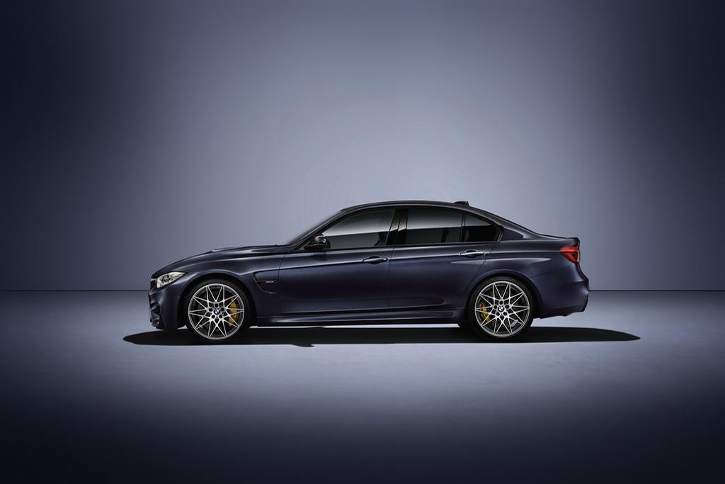BMW M3 «30 Years M3» вид сбоку