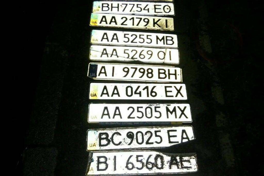 В Киеве найдены десятки утерянных авто номеров