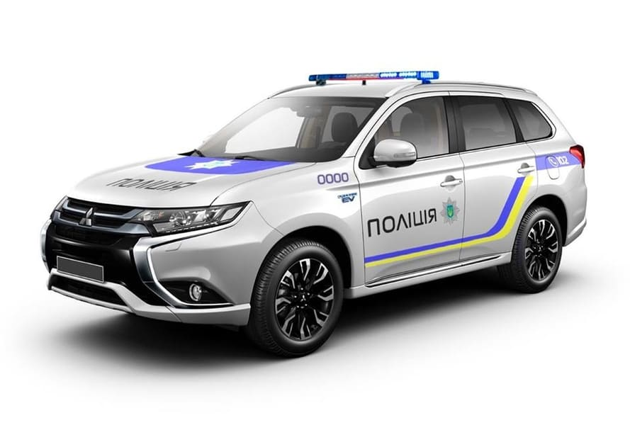 Полицейские кроссоверы Mitsubishi Outlander PHEV отправят в регионы