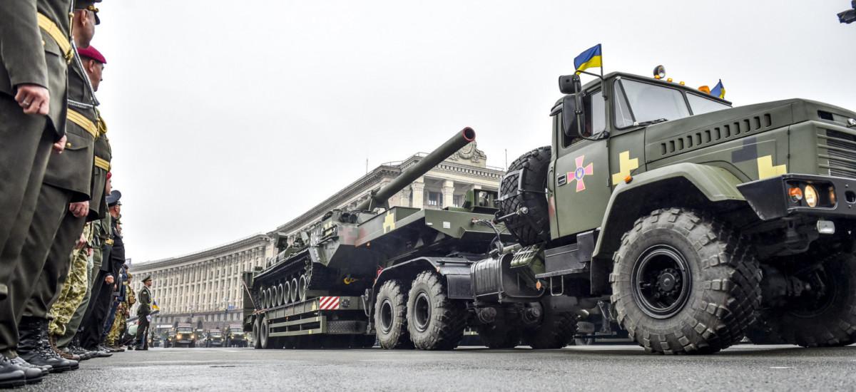 Бронетехнику и автомобили показали на военном параде в Киеве