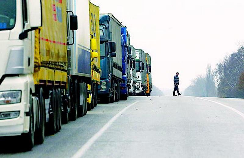 Автоперевозчикам на заметку: срок ввода лицензий продлен