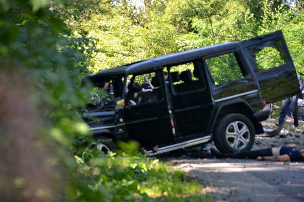 бандиты подорвали престижный Mercedes G-klasse