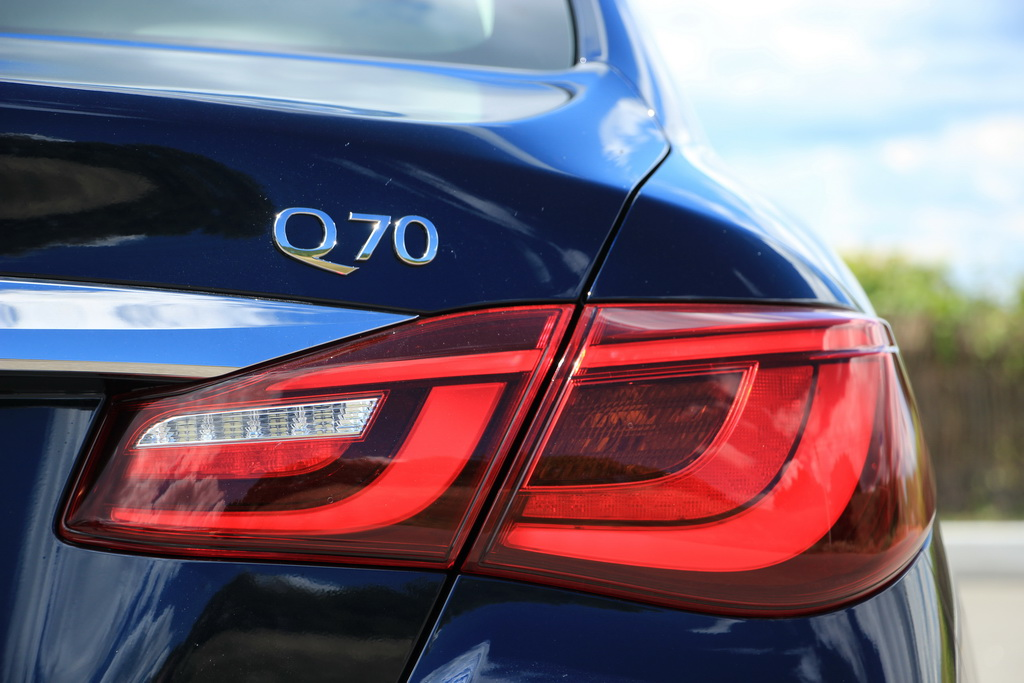 Infiniti Q70