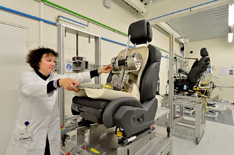 Интерьер самоуправляемого автомобиля от поставщика Peugeot Citroen