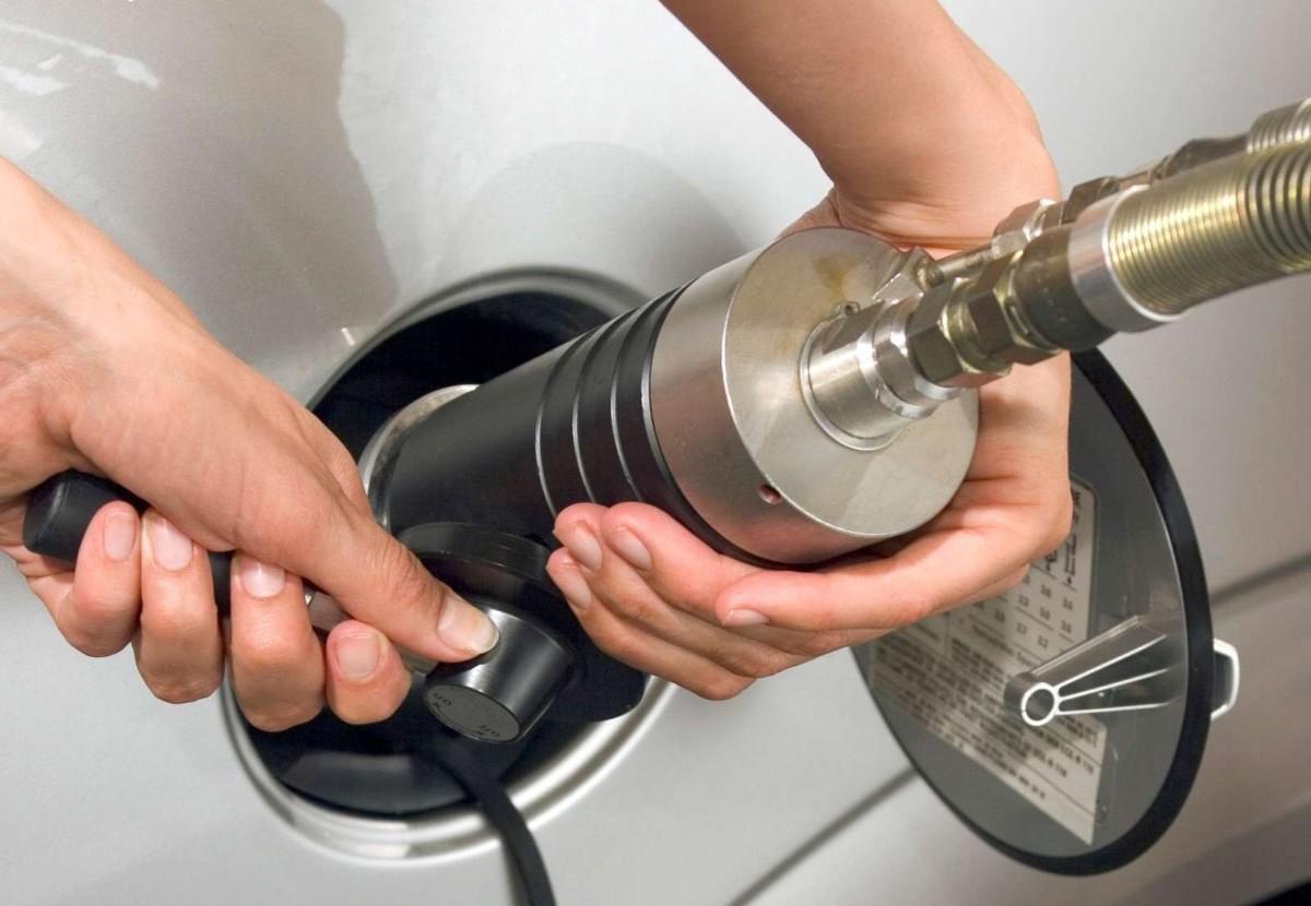 Автомобилисты, перешедшие на газ, затягивают пояса