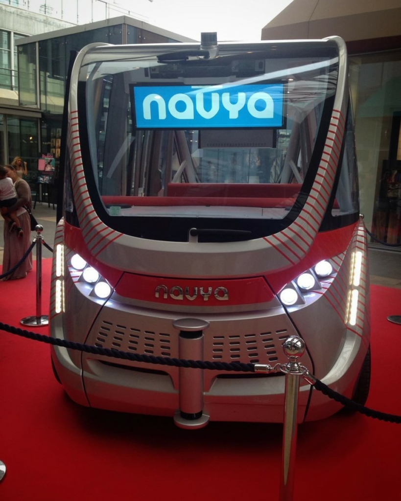 Беспилотный автобус поставили на маршрут во Франции