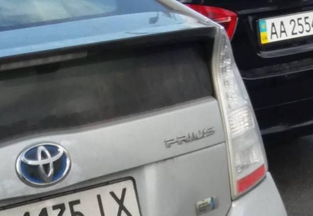 гибридный Toyota Prius с ГБО
