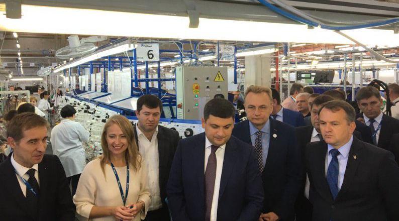 Завод автокомплектующих Fujikura: Гройсман открыл вторую линию