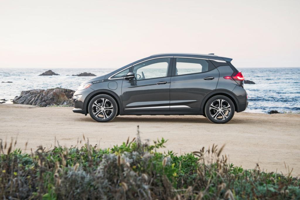 Электромобиль Chevrolet Bolt сможет проезжать 380 км на одном заряде