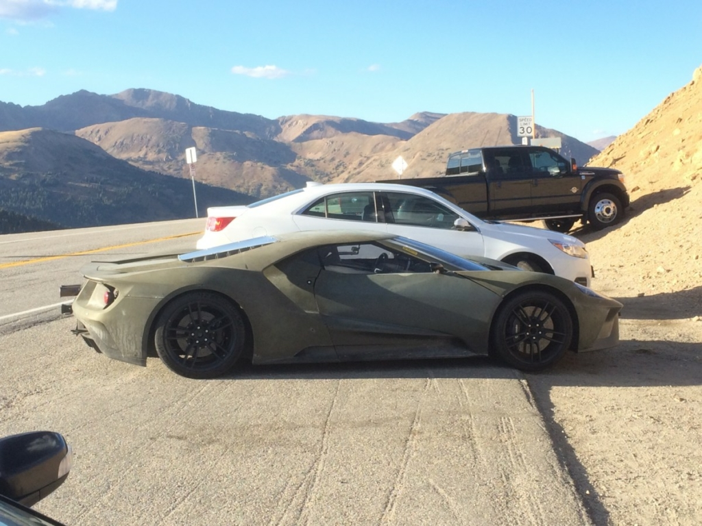 Купе Ford GT 2017 примерило военную форму