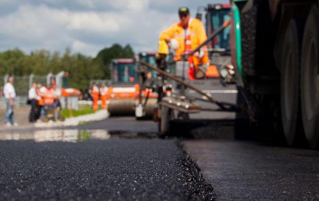 Порошенко заявил о выделении 16 миллиардов на ремонт дорог