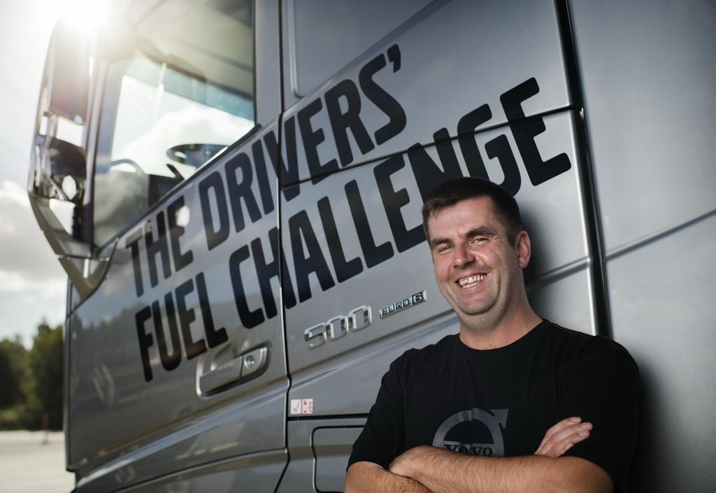 Победителем международных соревнований по экономичному вождению Volvo Trucks Drivers' Fuel Challenge стал чешский водитель грузовика – 34-летний Томас Хорчичка.