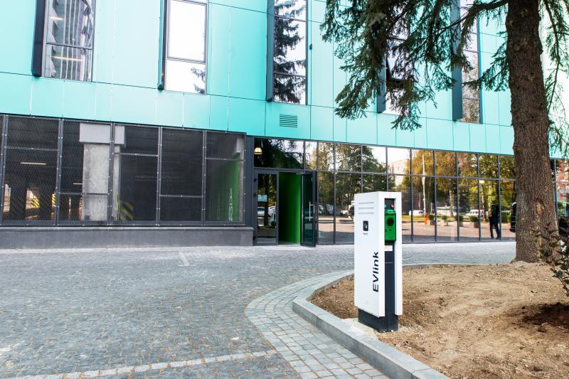 Новые станции зарядки электромобилей открыли во Львове
