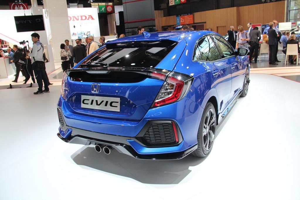 Европейская версия Honda Civic прибыла в Париж