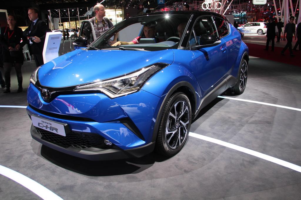 Новый Toyota C-HR – в Париже раскрыты все подробности кроссовера