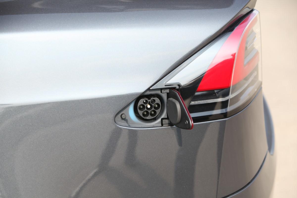 Tesla S сейчас невзломать: компания исправила уязвимости всистеме безопасности