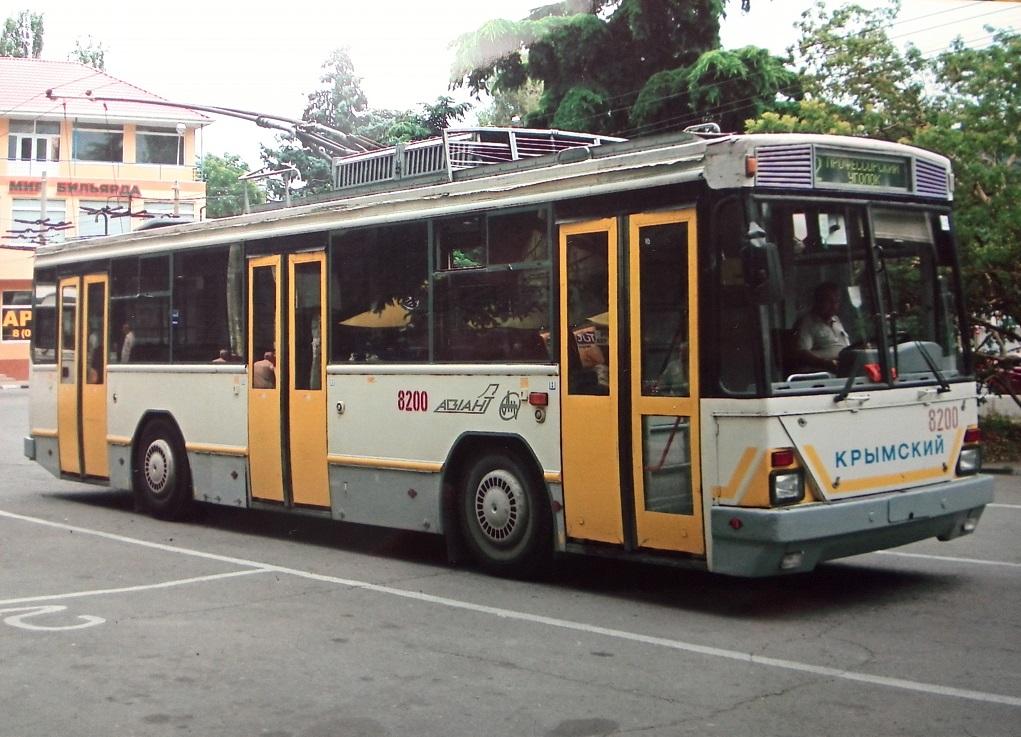 Троллейбус К12.04 в Алуште, 2010 год. На носовой части название Киевский изменили на Крымский