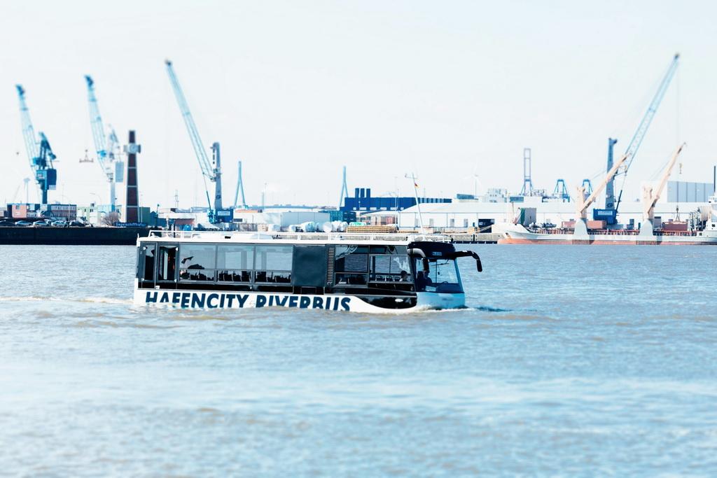 Автобус-амфибия Hafencity Riverbus
