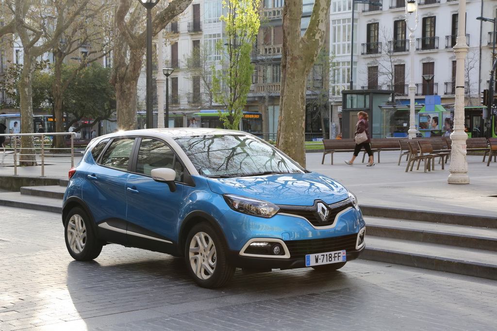 Renault Captur in the city