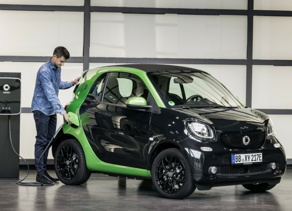 Новый электромобиль Smart сможет заряжаться быстрее смартфона