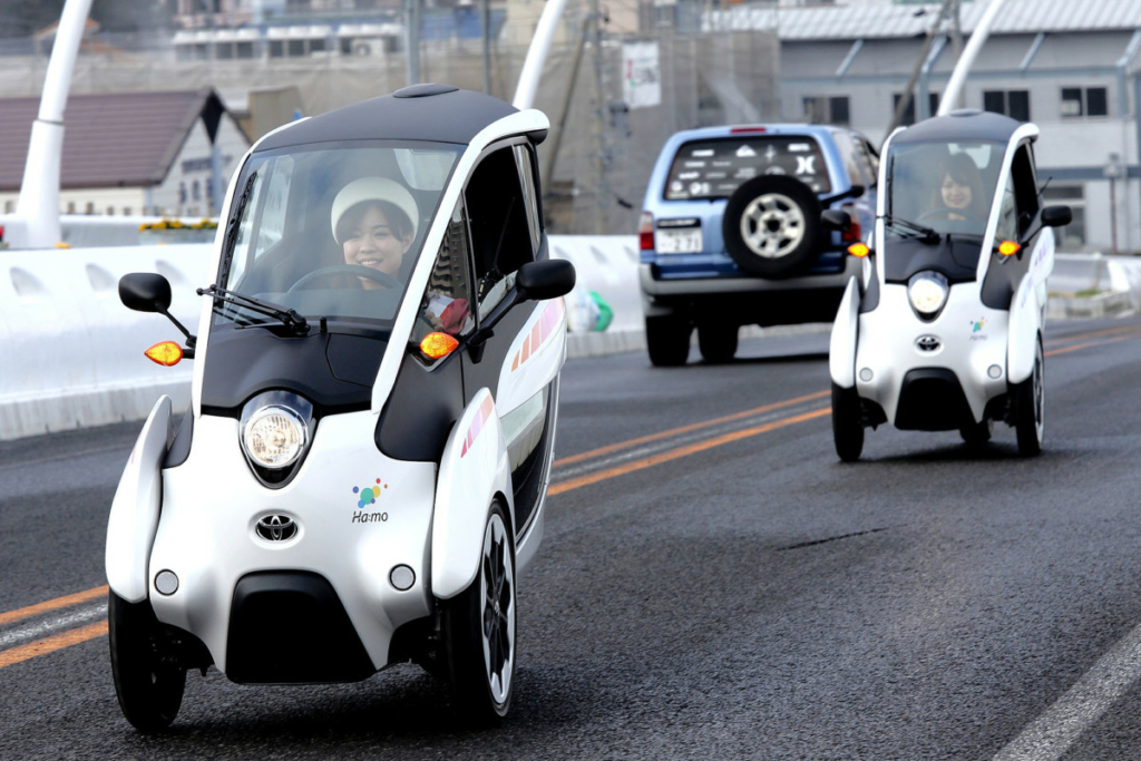 Toyota i-Road: удобный и доступный 3-колесный электромобиль