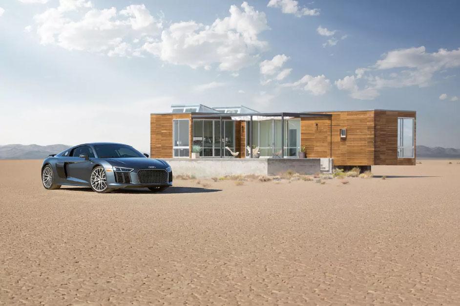 Купе Audi R8 в придачу к дому в Долине смерти