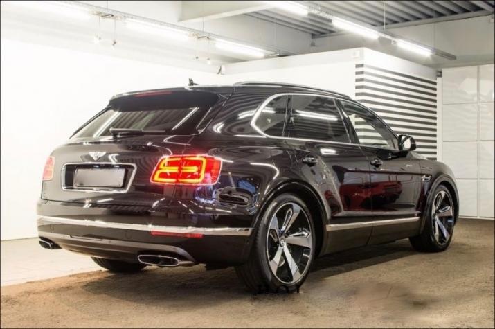 Самые дорогие машины мира - Bentley Bentayga в Украине