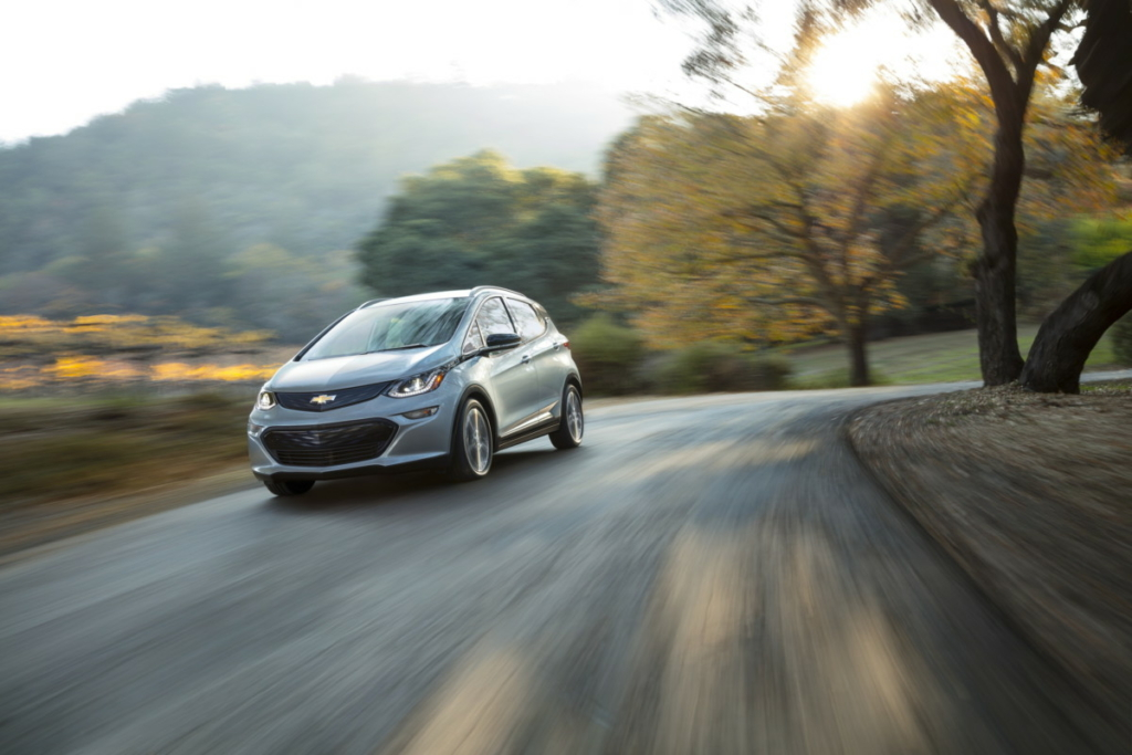 Chevrolet Bolt 2017 позволит забыть о педали тормоза