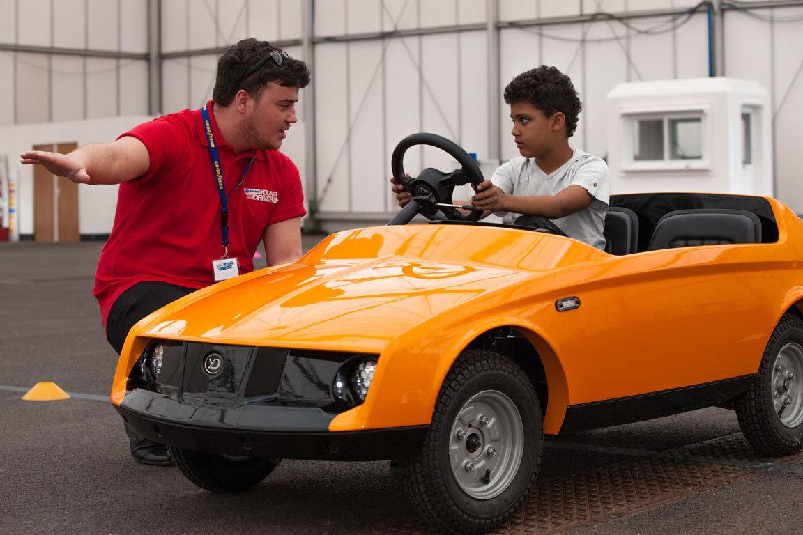 Англичане сделали автомобиль для обучения детей вождению