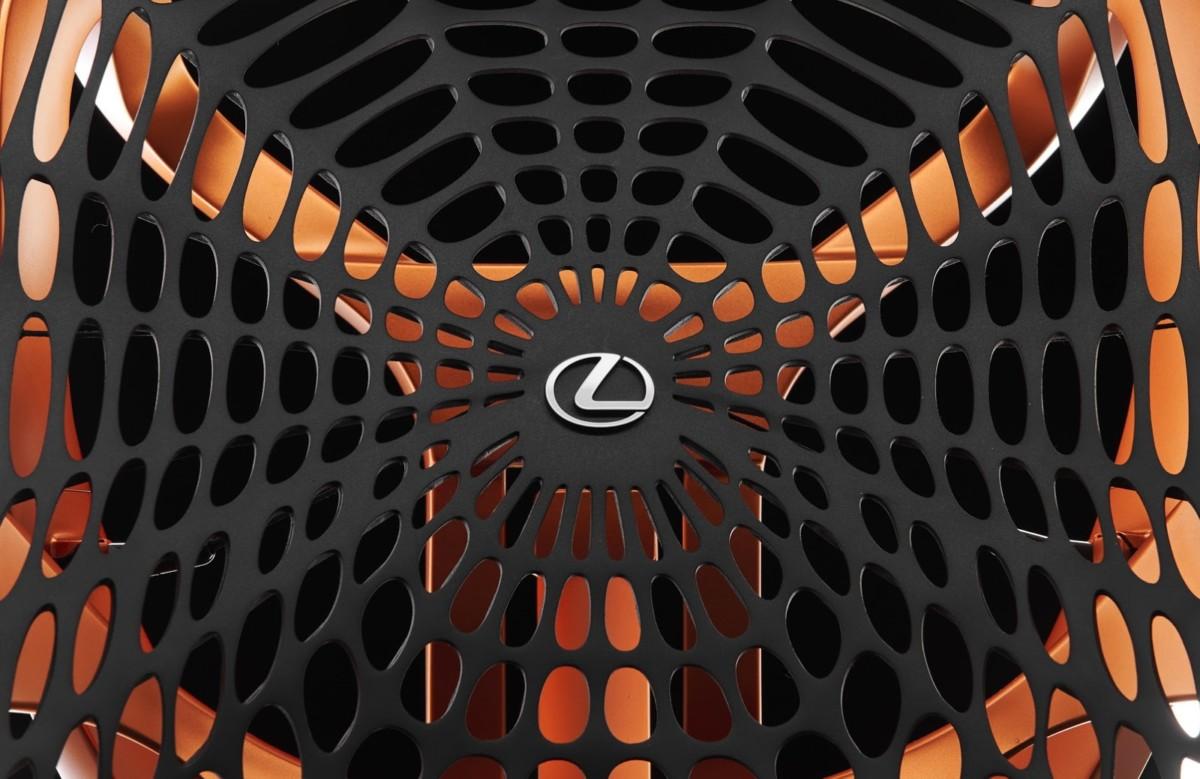Кинетическое кресло Lexus обеспечит идеальную посадку за рулем
