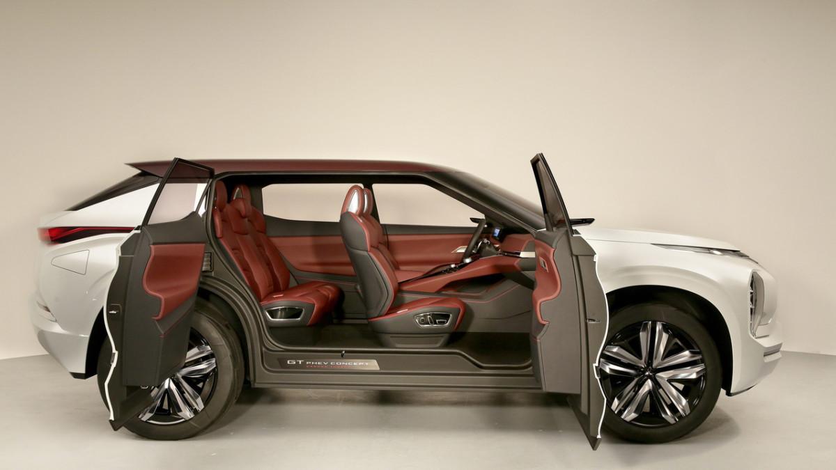 Автомобильный концерн Мицубиси представил обновленную модель будущего GT-PHEV