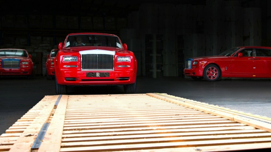 Бизнесмен купил 30 одинаковых Rolls-Royce красного цвета