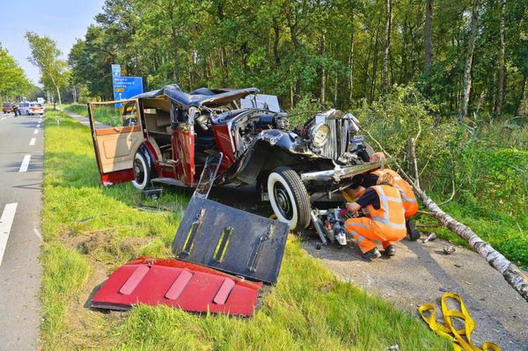 Раритетный Rolls-Royce - ретро-кар 1936 года авария вдребезги