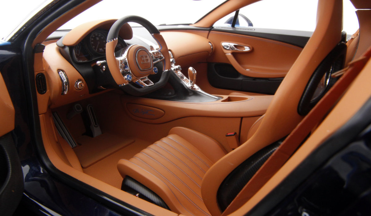 Bugatti Chiron - интерьер копии гиперкара в масштабе 1:8