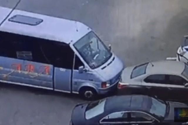 Смелый водитель маршрутки получил наградное оружие от Авакова