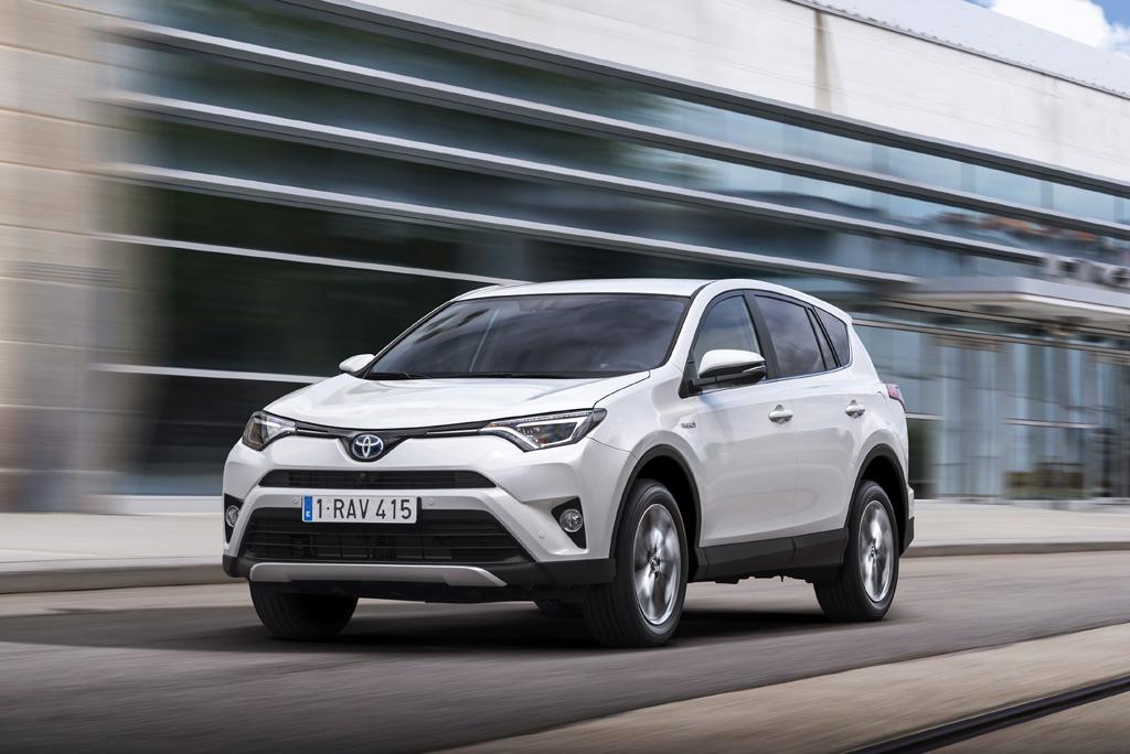 тест-драйв гибридной Toyota