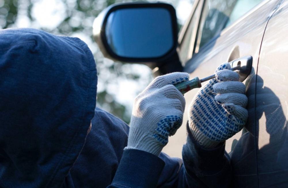 Новая афера: мошенники выманивают деньги у владельцев угнанных авто