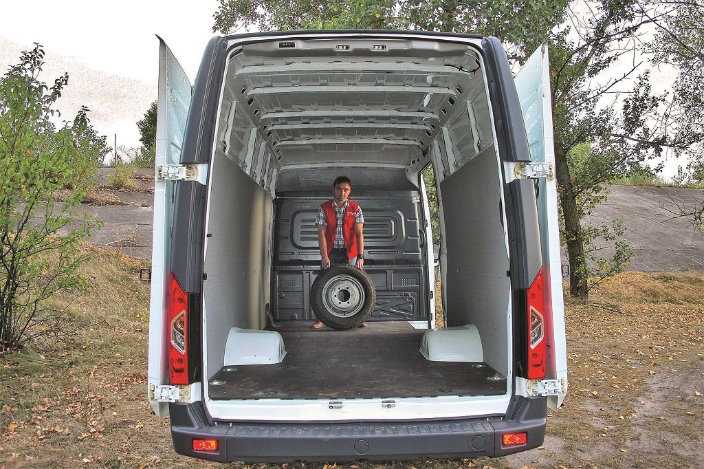Фургон: снаружи и внутри