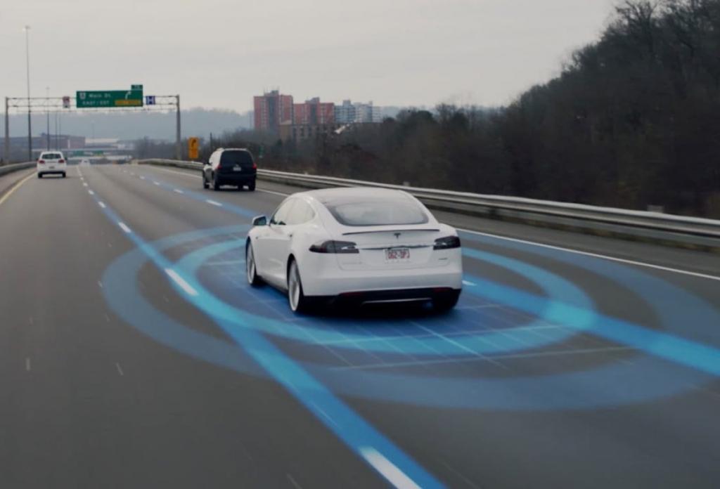 Новый автопилот Tesla лучше, чем водитель
