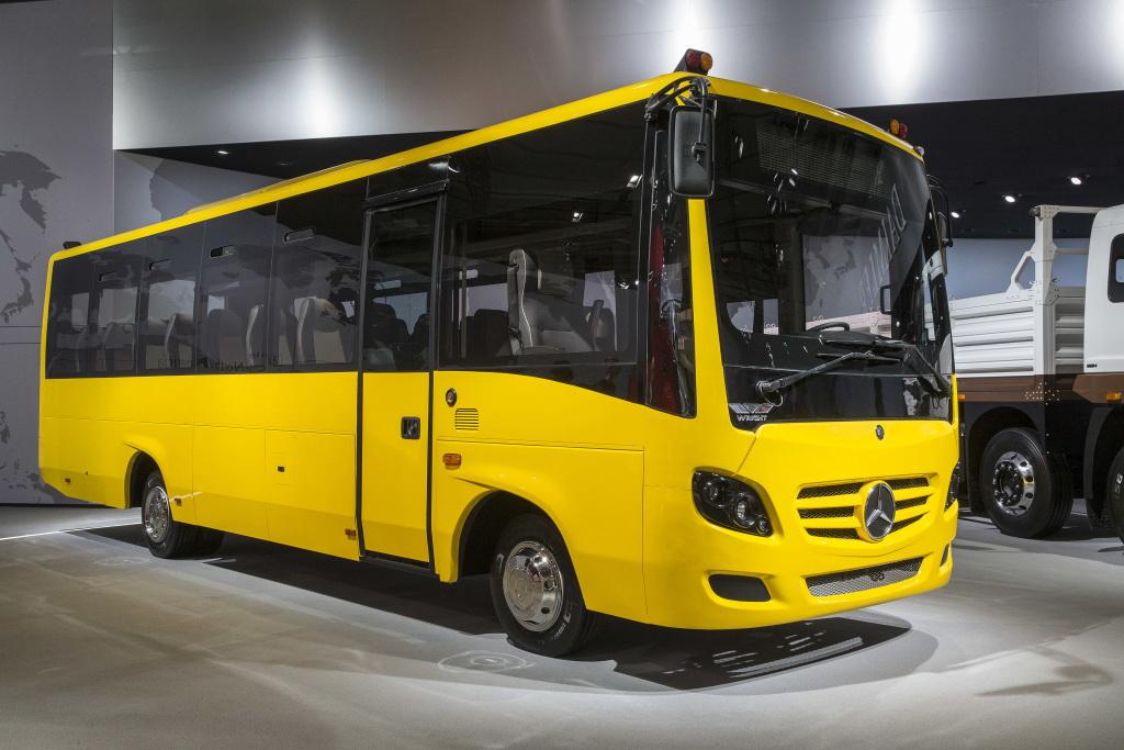 Школьный автобус на шасси Indian Daimler Trucks