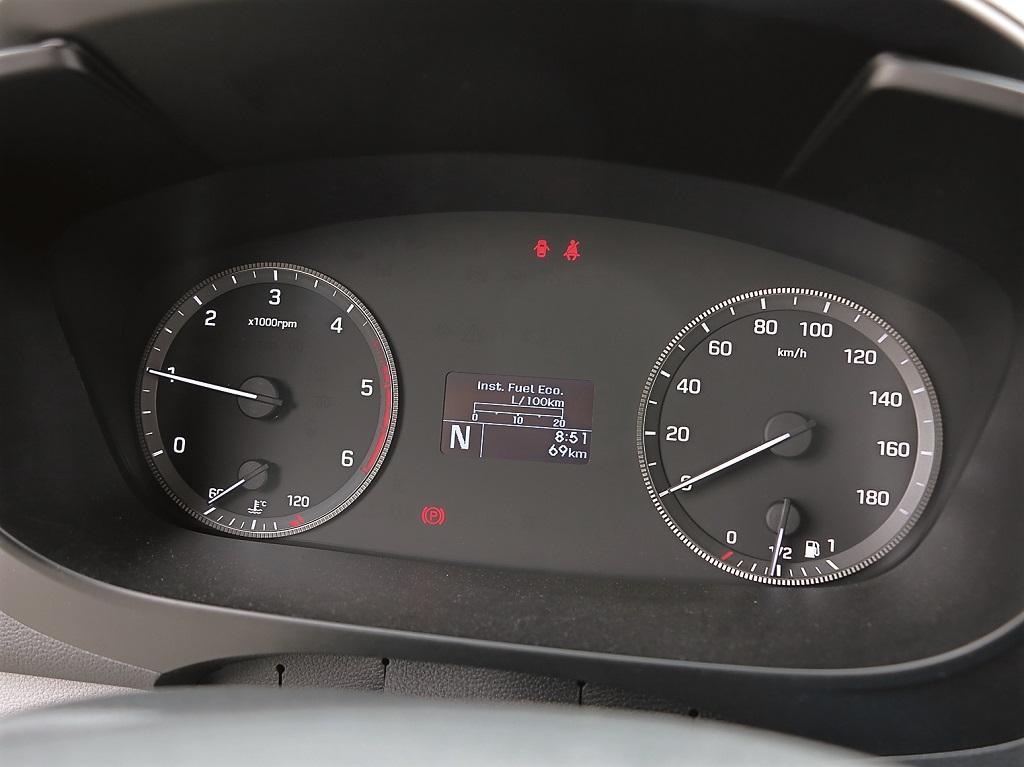 Дисплей борт-компьютера на щитке приборов H350 показывает средний расход топлива 11 л на 100 км.