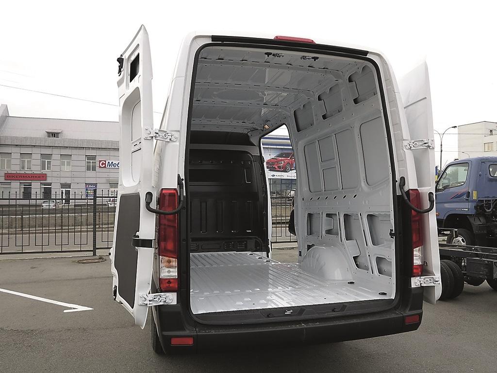 Грузовой отсек фургона Н350 имеет объем до 12,9 м куб. и вмещает пять европаллет. Двери открываются на 270 градусов.