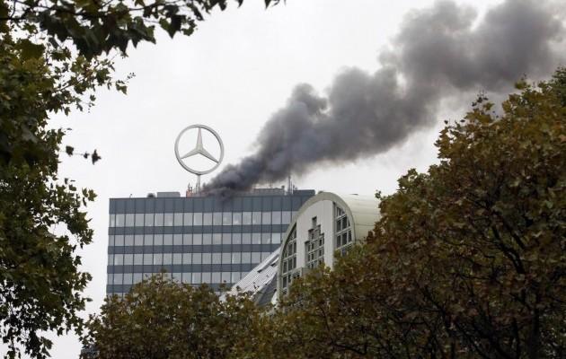 Трехлучевая звезда в огне: в Берлине горело здание с офисом Mercedes-Benz