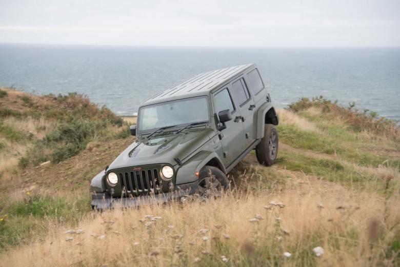 Jeep открыл автосалон прямо на вершине утёса