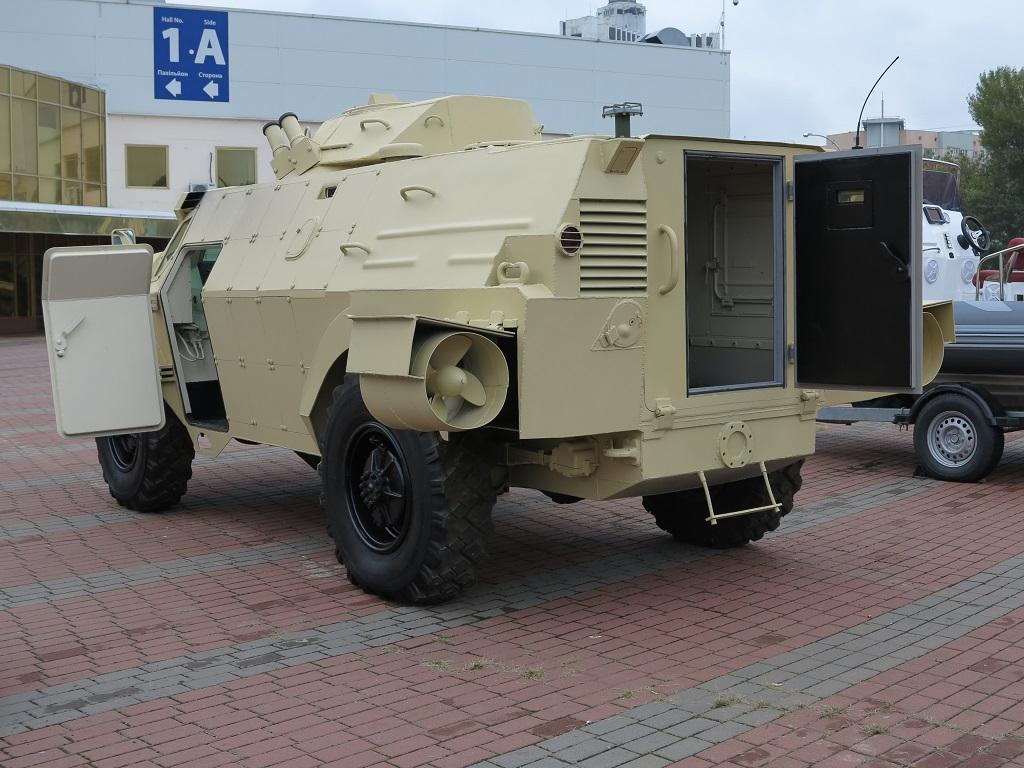 Бронеавтомобиль с гидростатической трансмиссией