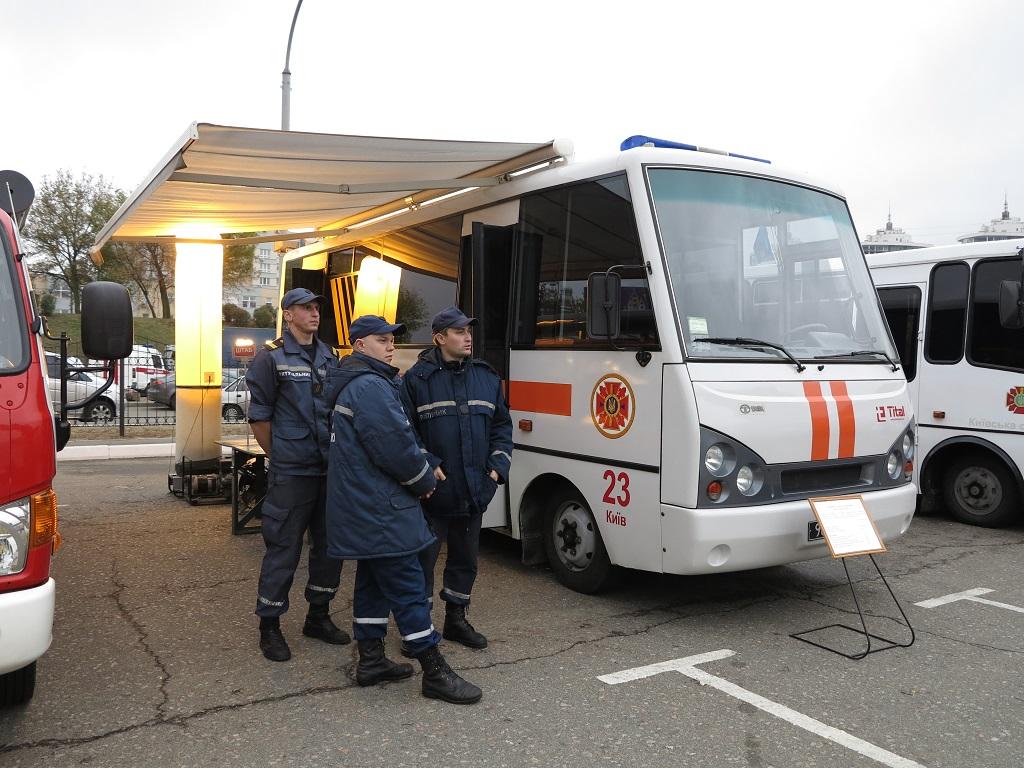 Автомобиль связи и освещения на базе автобуса ЗАЗ I-VAN А07.