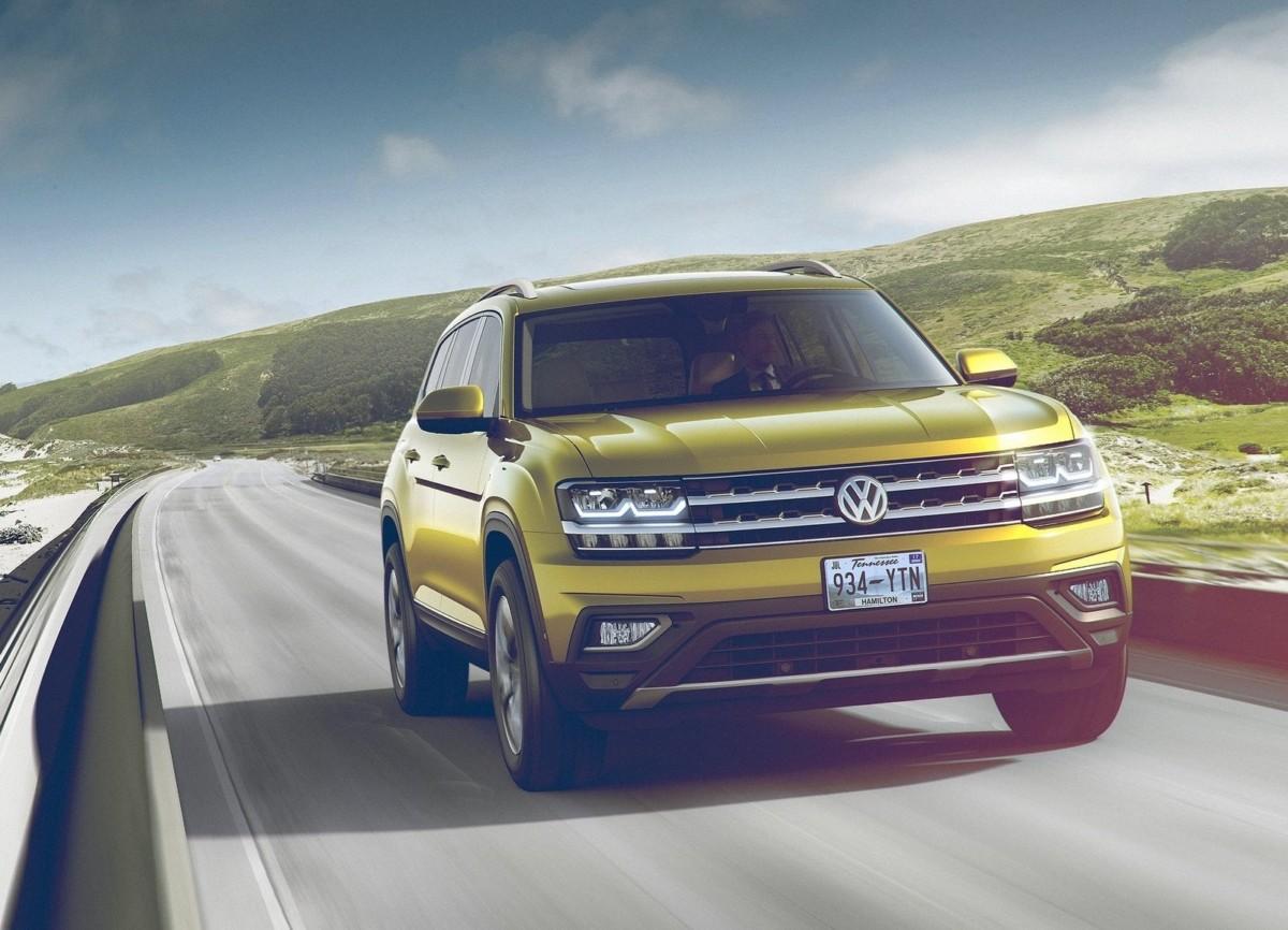 VW обнародовал 1-ый тизер нового 7-местного кроссовера «Atlas»