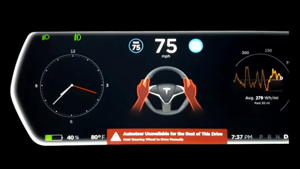 Власти Германии требуют переназвать автопилот Tesla